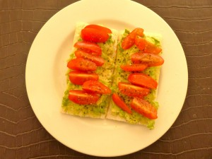 Avocado tomato Cruskits