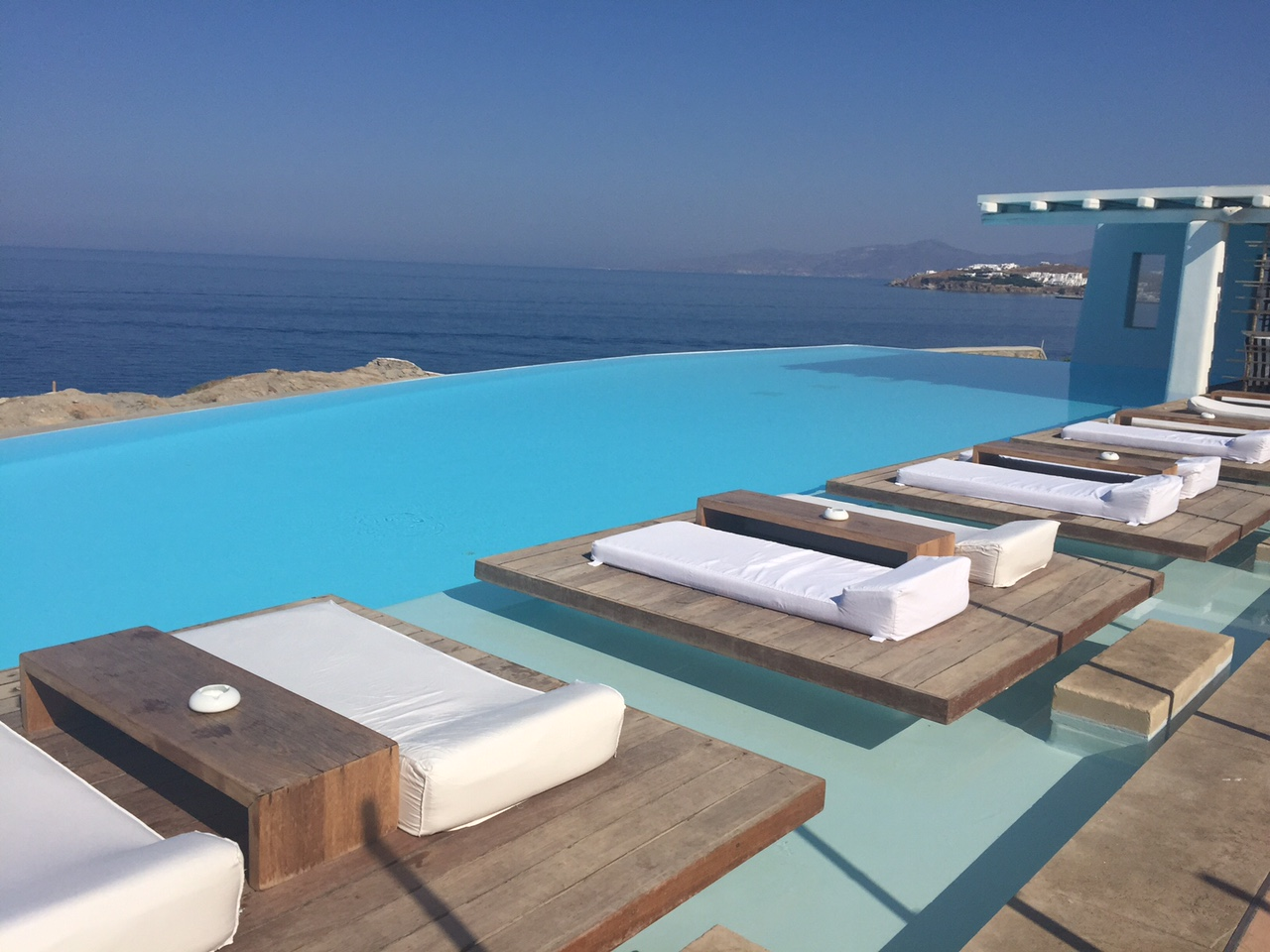The infinity pool at Cavo Tagoo