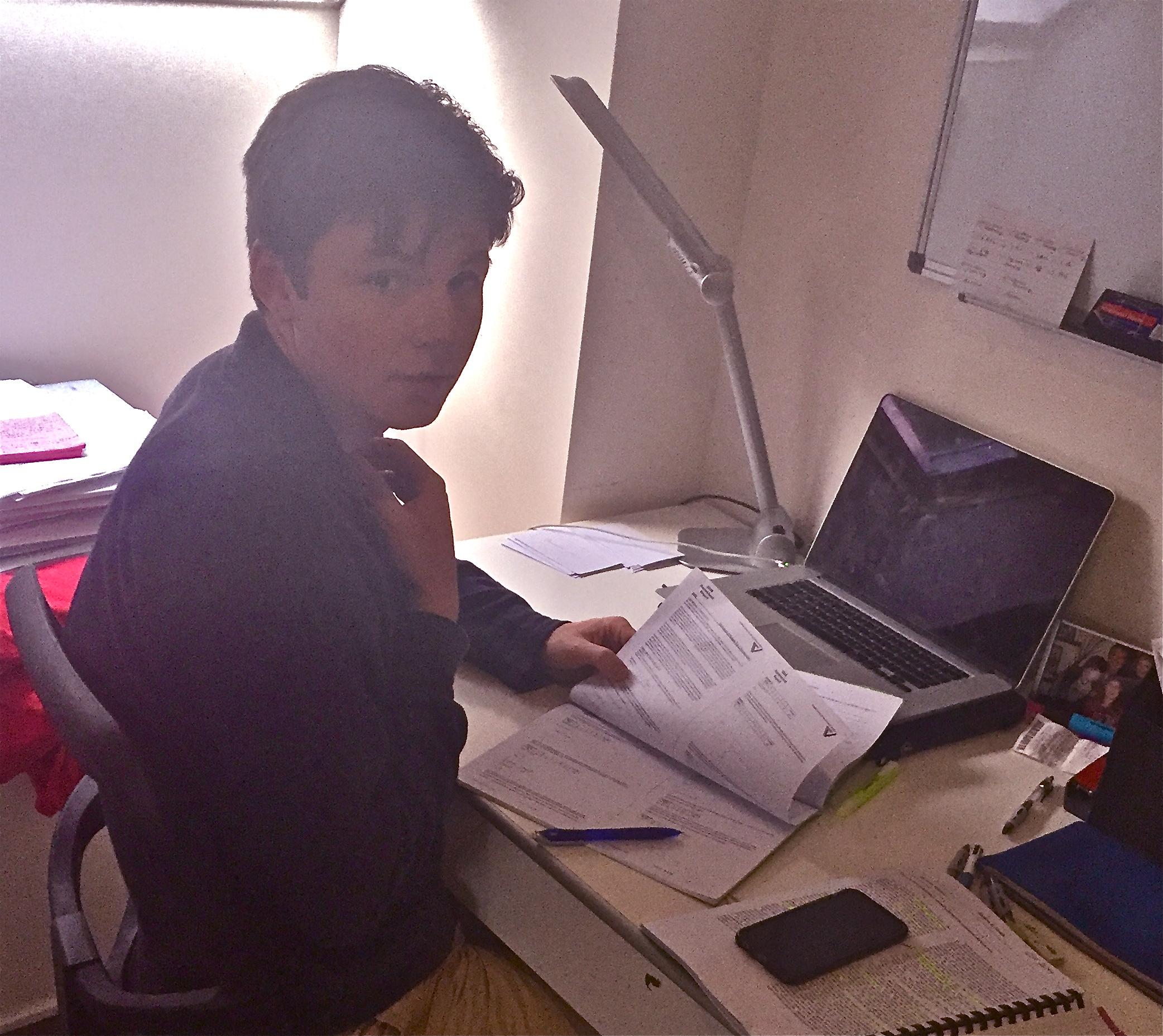 Tom studying