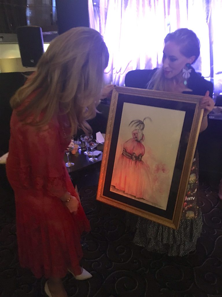 Estelle presents her Dior inspired painting